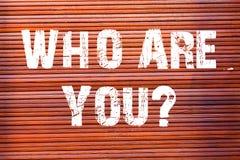 Ordhandstiltext som är dig frågan Affärsidé för att fråga om dess identitet eller demonstratingal information royaltyfri bild