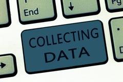 Ordhandstiltext som samlar data Affärsidé för att samla och att mäta information på variabler av intresse arkivfoto