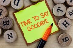 Ordhandstiltext Tid som säger farväl Affärsidéen för att bjuda avsked ser så länge att du att bruka oss möter igen arkivfoto