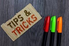 Ordhandstiltext tippar och trick Affärsidé för Paperboard viktigt r för expertis för rekommendationer för momentLifehacks behändi arkivfoto