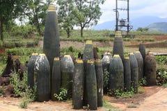 Ordinanza abbandonata ad una precedente base militare degli Stati Uniti nel Vietnam fotografia stock