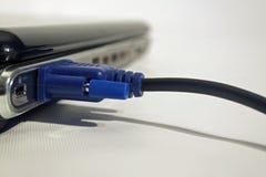 Ordinateur avec le câble du VGA Image libre de droits