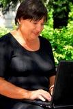 Ordinateur de femme images libres de droits
