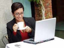 Ordinateur de femme d'affaires. Image libre de droits