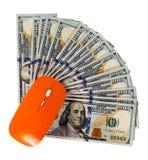 Ordinateur de souris de concept sur facture de dollar US Image stock