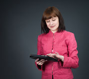 Ordinateur de tablette Femme d'affaires à l'aide de l'ordinateur numérique de comprimé Photo libre de droits