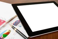 Ordinateur de tablette sur un lieu de travail d'homme d'affaires Photos libres de droits