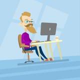 Ordinateur de travail de hippie d'homme d'affaires, type de bureau Blogger occasionnel, indépendant illustration libre de droits