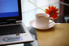 Ordinateur et café Images stock