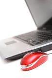 Ordinateur et souris rouge Images stock