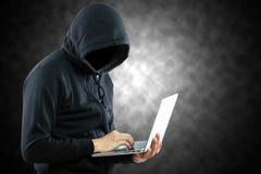 Ordinateur hackerpreparing photographie stock