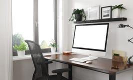 ordinateur noir et blanc sur le bureau photo libre de droits