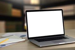 Ordinateur portable avec l'écran vide sur la table Proj de fond d'espace de travail nouveau Photographie stock
