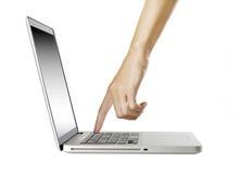 Ordinateur portable avec la main de femme d'isolement sur le blanc image stock