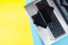 Ordinateur portable avec le comprimé et le smartphone image libre de droits