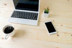 Ordinateur portable avec le comprimé et le téléphone intelligent Photographie stock