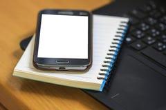 Ordinateur portable avec le livre et le smartphone Image libre de droits