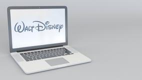 Ordinateur portable avec le logo de Walt Disney Pictures Rendu conceptuel de l'éditorial 3D d'informatique Images stock