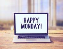Ordinateur portable avec le souhait heureux de lundi Photo libre de droits