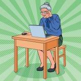 Ordinateur portable d'Art Happy Senior Woman Using de bruit Grand-mère de sourire avec l'ordinateur Illustration de Vecteur