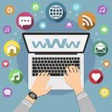 Ordinateur portable d'utilisation d'homme pour surfer de Web Illustration plate de style Concept social de réseau de media avec d illustration de vecteur