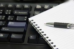 Ordinateur portable de crayon lecteur Images stock