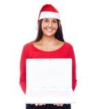 Ordinateur portable de fille de Santa de Noël Photos libres de droits