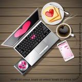 Ordinateur portable et téléphone portable avec du café et le pain coupé en tranches Photo libre de droits
