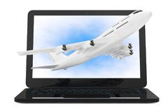 Ordinateur portable moderne avec l'avion blanc Flyin du ` s de Jet Passenger Images libres de droits