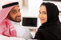 Ordinateur portable musulman de couples Photographie stock