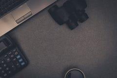 Ordinateur portable ou carnet et tous autres dispositif, calculatrice et tasse Photographie stock libre de droits