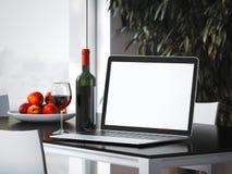 Ordinateur portable sur la table avec la bouteille rendu 3d Images libres de droits