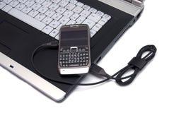 Ordinateur portatif à extrémité élevé et smartphone moderne là-dessus. Photographie stock