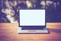 Ordinateur portatif avec l'écran blanc Images libres de droits