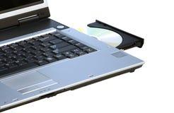 Ordinateur portatif avec le rewriter ouvert de DVD et un disque. Photo libre de droits