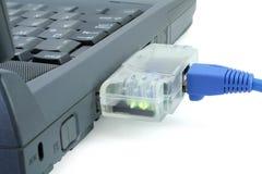 Ordinateur portatif connecté au réseau Photo stock