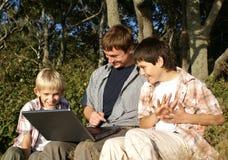 Ordinateur portatif d'usimg de famille Image stock