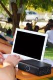 Ordinateur portatif dans l'université Images libres de droits