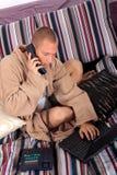 Ordinateur portatif de chambre à coucher d'homme Photo libre de droits