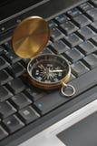 ordinateur portatif de compas Photographie stock