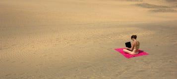 Ordinateur portatif de désert Photo libre de droits