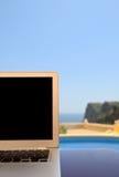 Ordinateur portatif en vacances Images libres de droits