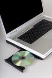 Ordinateur portatif et disque compact-ROM. Images stock