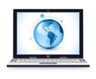 Ordinateur portatif et globe Images libres de droits