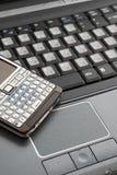 Ordinateur portatif et téléphone intelligent Photographie stock