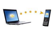Ordinateur portatif et téléphone portable. Concept de transmission. Image stock