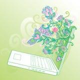 Ordinateur portatif fascinant avec des fleurs Photo libre de droits