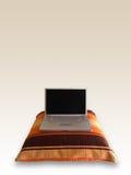 Ordinateur portatif sur l'oreiller Image stock