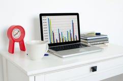 Ordinateur portatif sur la table Photo stock