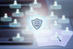 Ordinateurs et fond de carnet, avec l'icône du PRI de cybersecurity illustration libre de droits